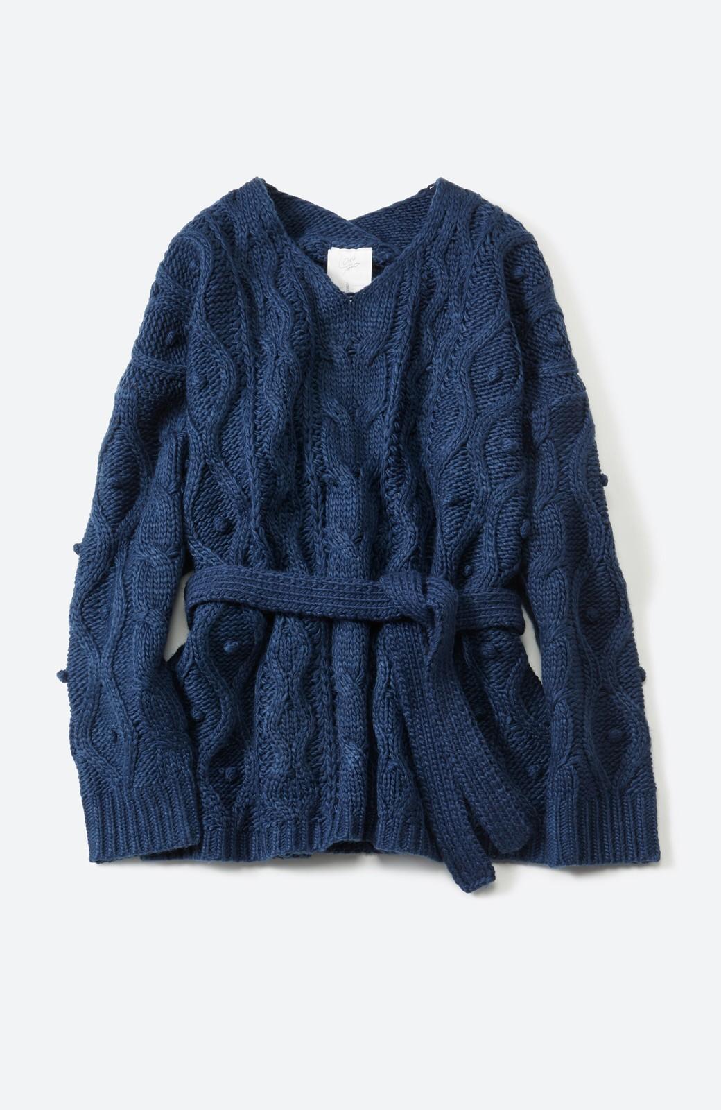 haco! <高橋愛さんコラボ>ラブ&ピースプロジェクト パプコーン編みのウエストマークケーブルニットトップス <ネイビー>の商品写真1