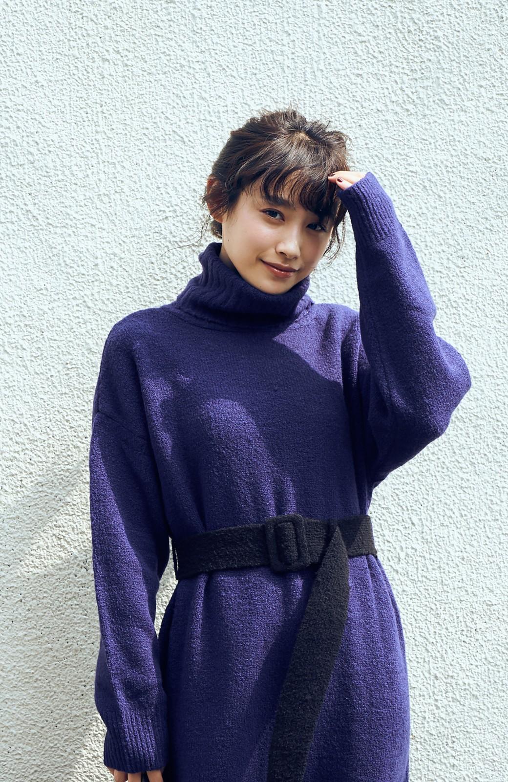 haco! <高橋愛さんコラボ>ラブ&ピースプロジェクト 配色ベルトのタートルニットロングワンピース <パープル>の商品写真2