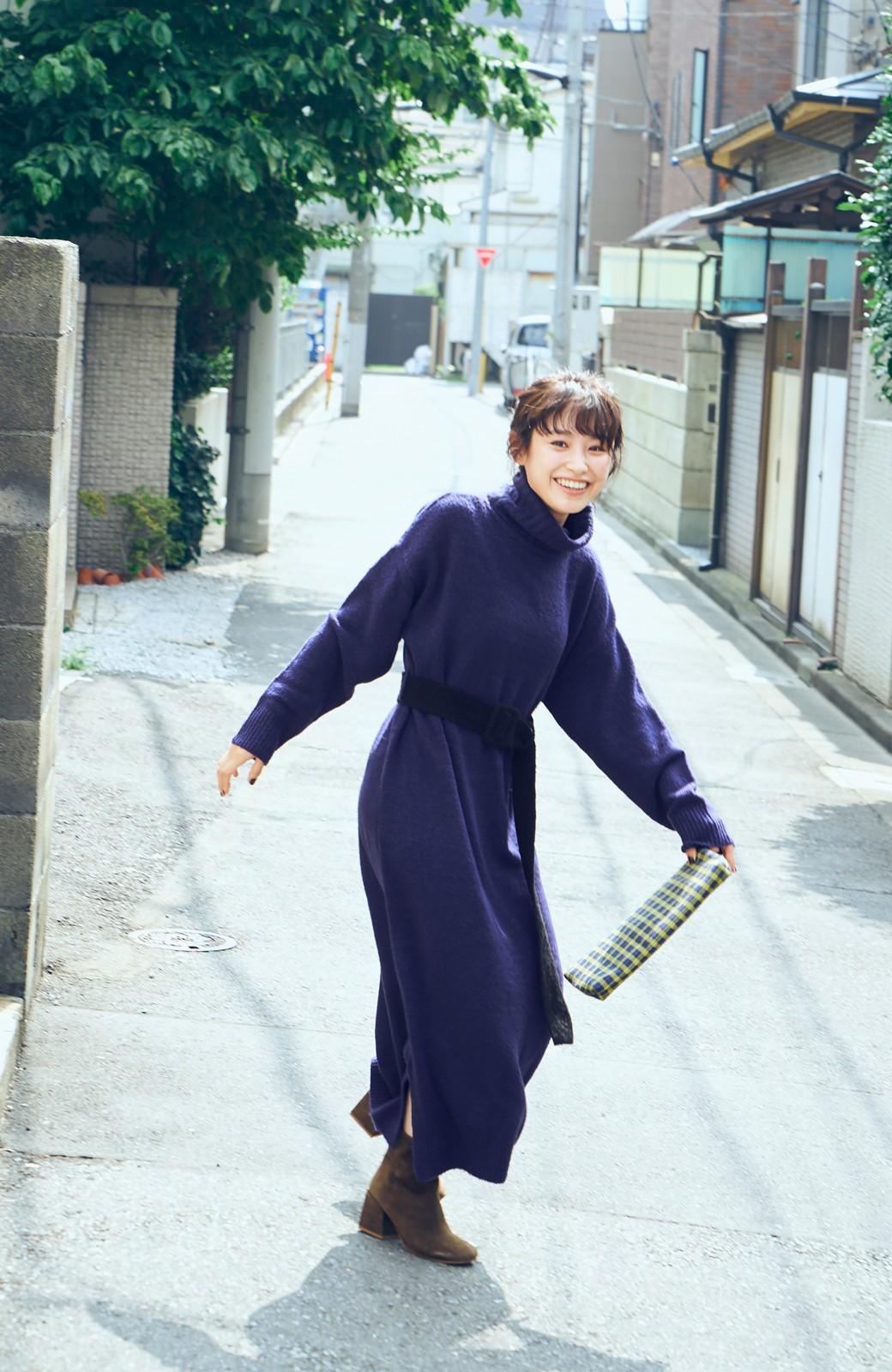 haco! <高橋愛さんコラボ>ラブ&ピースプロジェクト 配色ベルトのタートルニットロングワンピース <パープル>の商品写真4