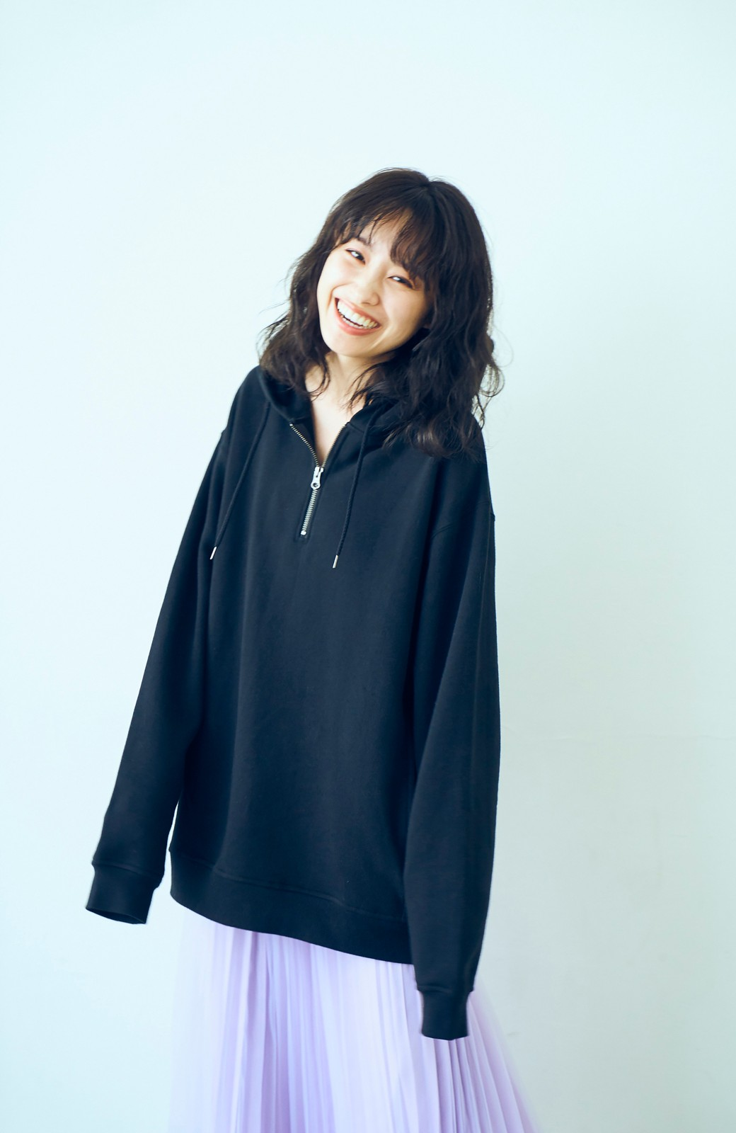 haco! <高橋愛さんコラボ>ラブ&ピースプロジェクト フロントジップの裏毛起毛パーカー(メンズ) <ブラック>の商品写真8