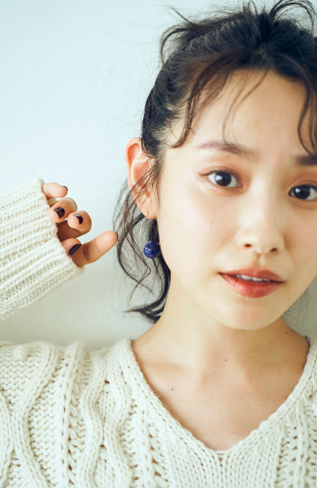 haco! <高橋愛さんコラボ>ラブ&ピースプロジェクト ラピスラズリのフープイヤーアクセ <ブルー>の商品写真5