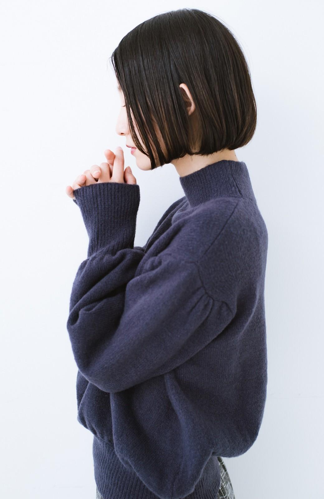 haco! 肌見せせずとも華奢見えできる ぷっくり袖のショートニット <ネイビー>の商品写真3