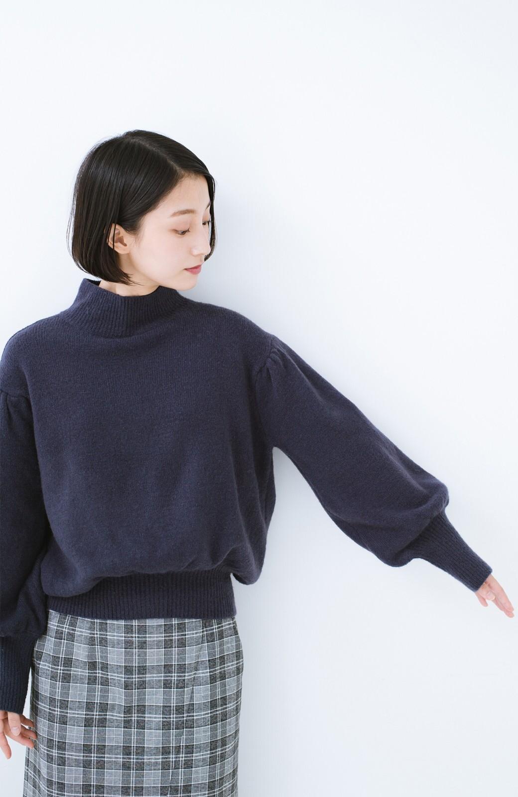 haco! 肌見せせずとも華奢見えできる ぷっくり袖のショートニット <ネイビー>の商品写真8