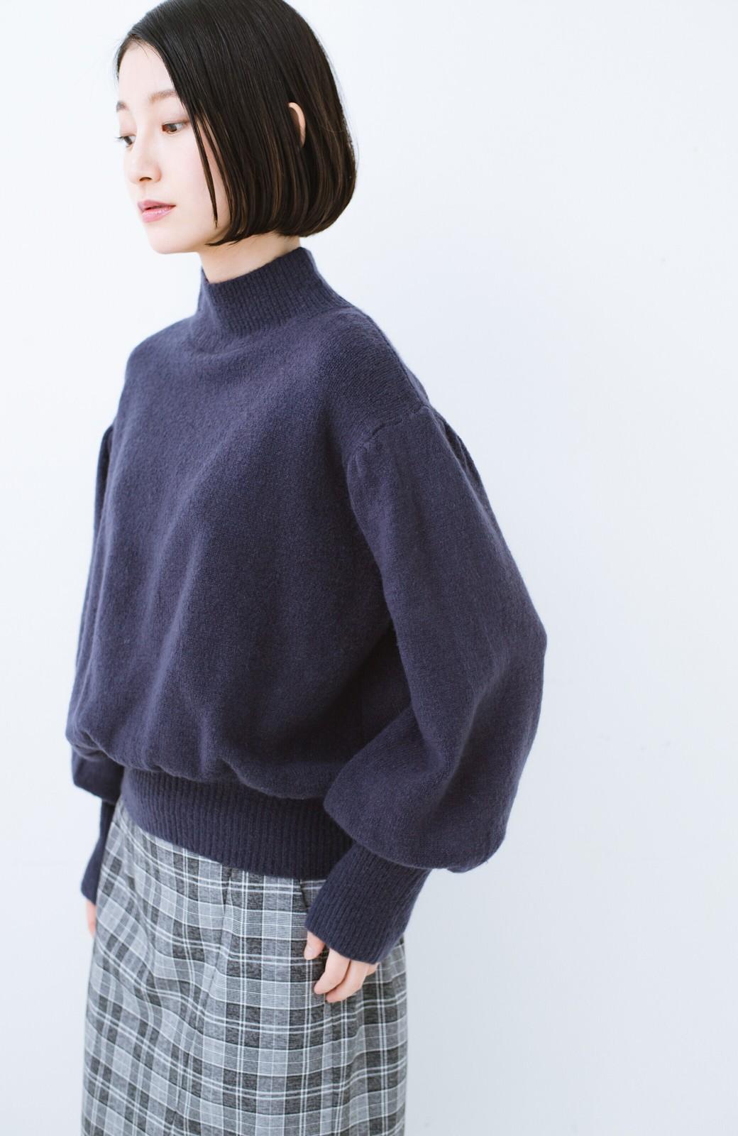 haco! 肌見せせずとも華奢見えできる ぷっくり袖のショートニット <ネイビー>の商品写真9
