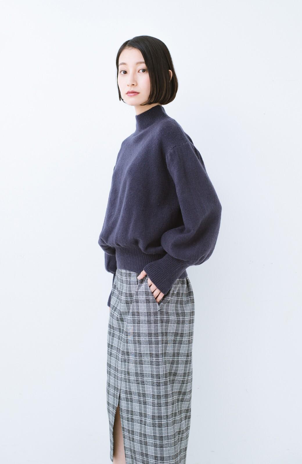 haco! 肌見せせずとも華奢見えできる ぷっくり袖のショートニット <ネイビー>の商品写真10