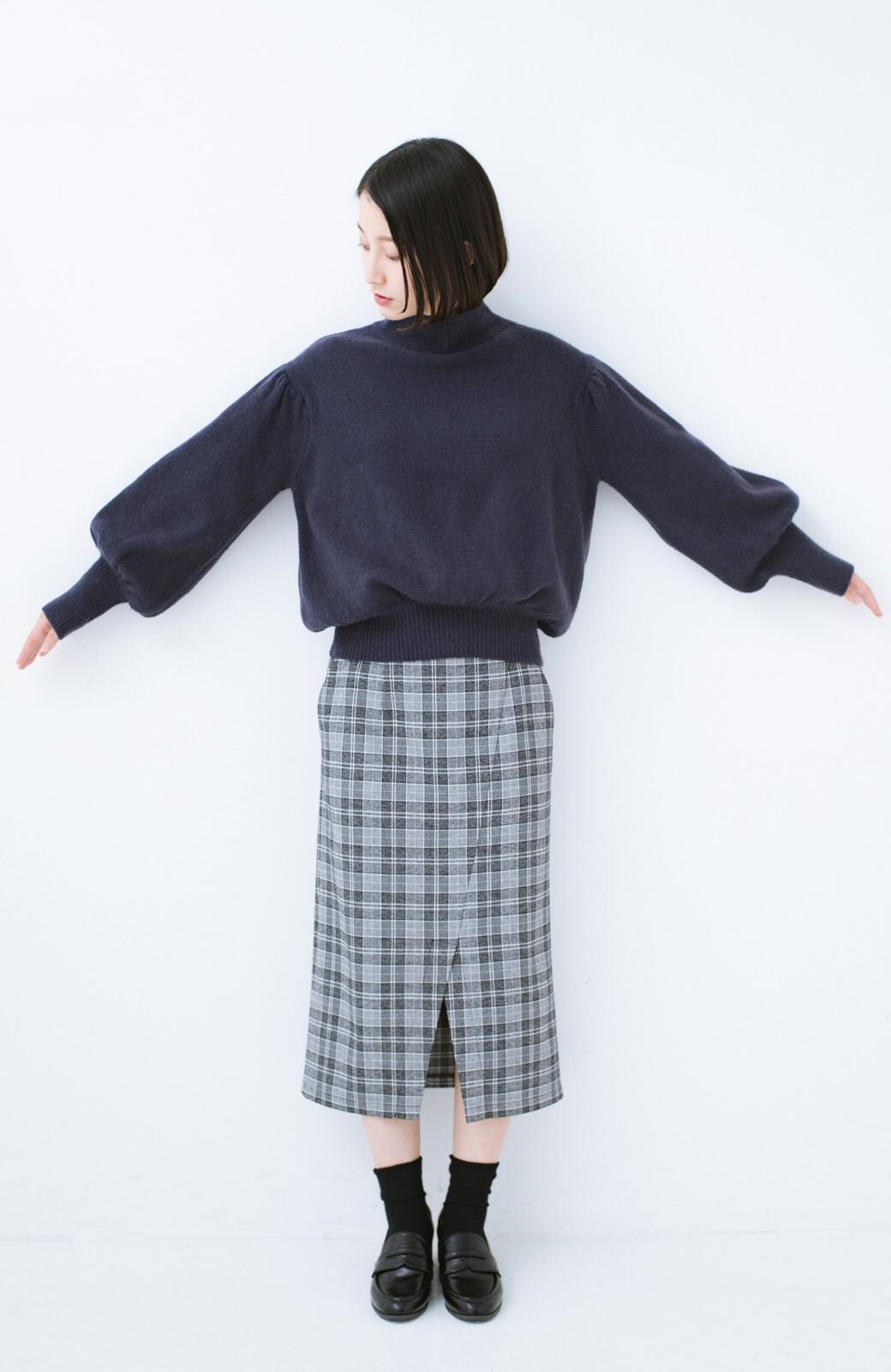 haco! 肌見せせずとも華奢見えできる ぷっくり袖のショートニット <ネイビー>の商品写真6