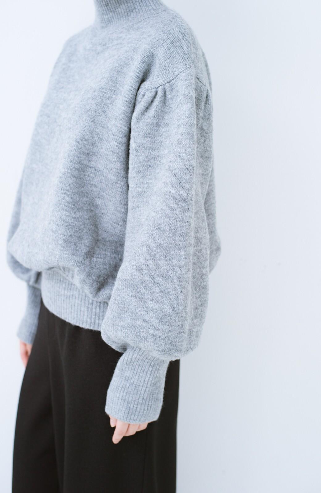 haco! 肌見せせずとも華奢見えできる ぷっくり袖のショートニット <杢グレー>の商品写真3