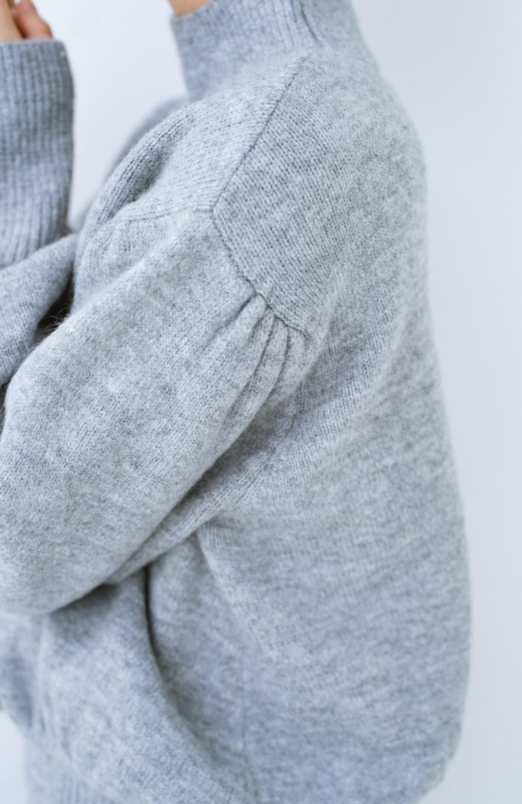 haco! 肌見せせずとも華奢見えできる ぷっくり袖のショートニット <杢グレー>の商品写真5