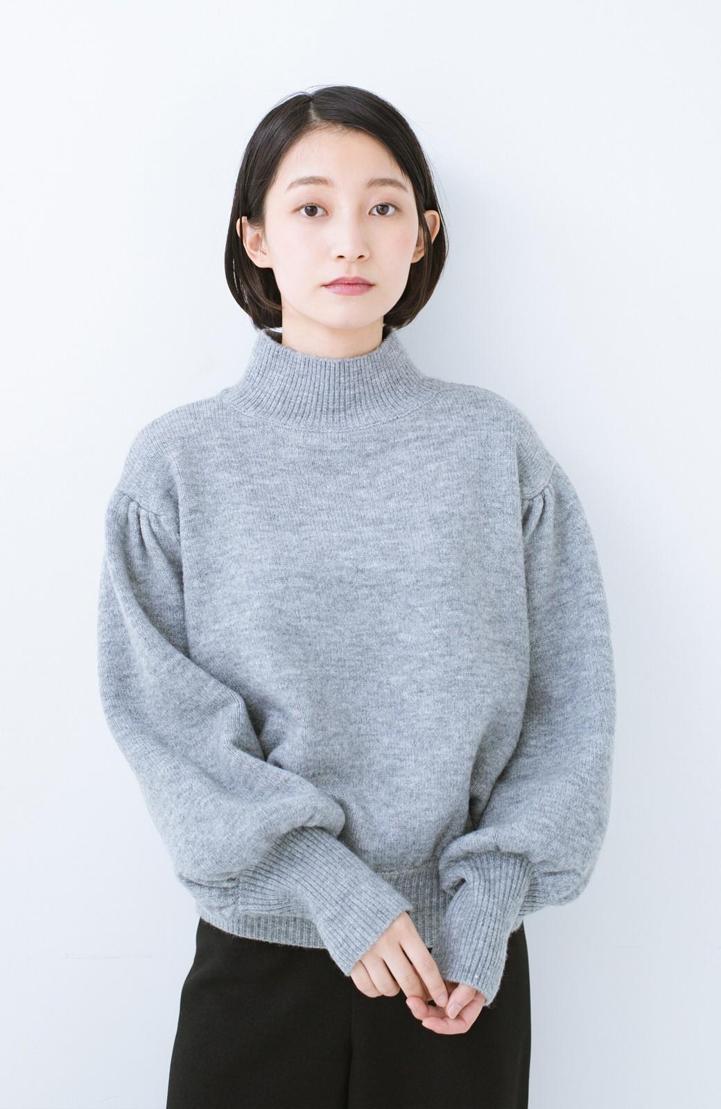 haco! 肌見せせずとも華奢見えできる ぷっくり袖のショートニット <杢グレー>の商品写真7