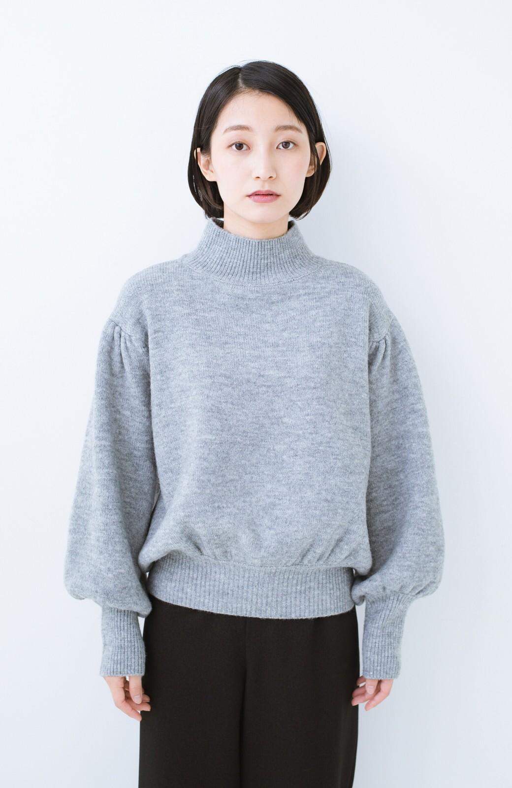 haco! 肌見せせずとも華奢見えできる ぷっくり袖のショートニット <杢グレー>の商品写真8