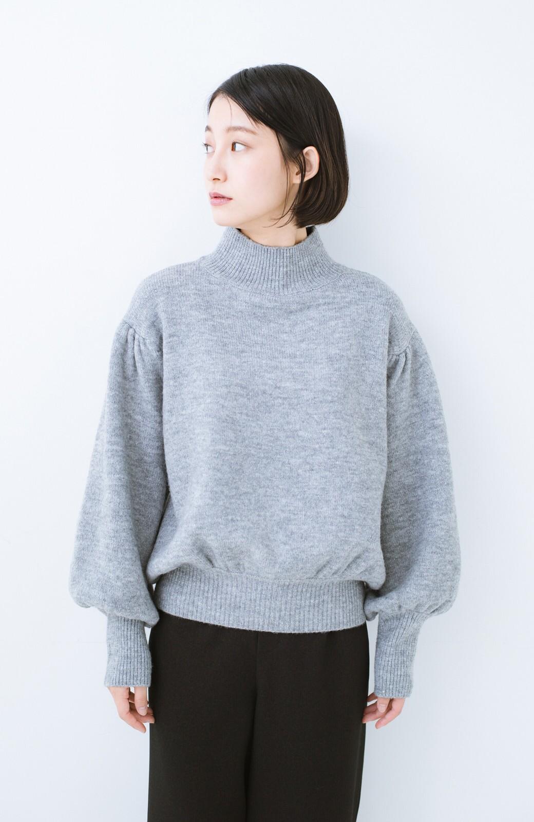 haco! 肌見せせずとも華奢見えできる ぷっくり袖のショートニット <杢グレー>の商品写真9