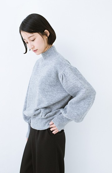 haco! 肌見せせずとも華奢見えできる ぷっくり袖のショートニット <杢グレー>の商品写真