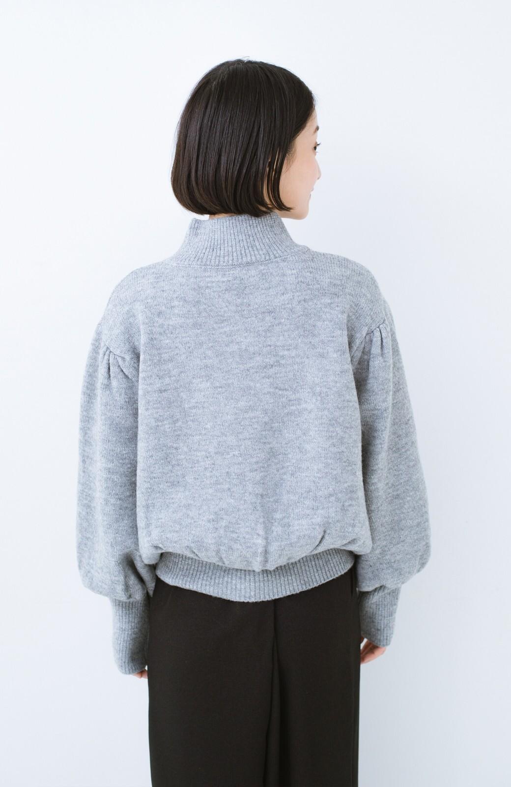 haco! 肌見せせずとも華奢見えできる ぷっくり袖のショートニット <杢グレー>の商品写真13