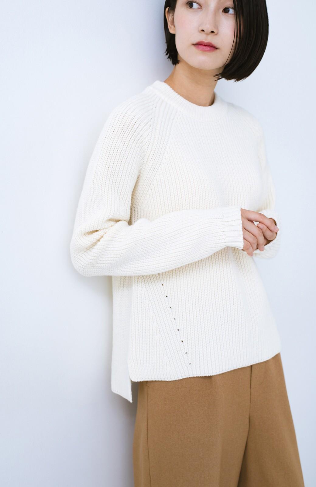 haco! パッと着るだけでバランスよく見える コンパクトシルエットの畦編みニット by que made me <ホワイト>の商品写真3