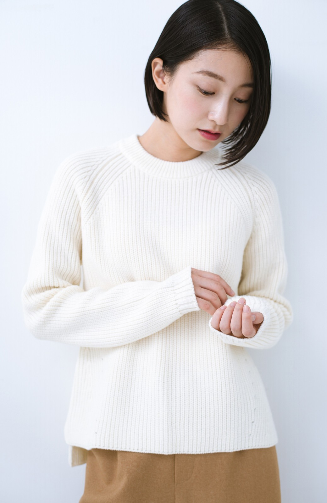 haco! パッと着るだけでバランスよく見える コンパクトシルエットの畦編みニット by que made me <ホワイト>の商品写真1