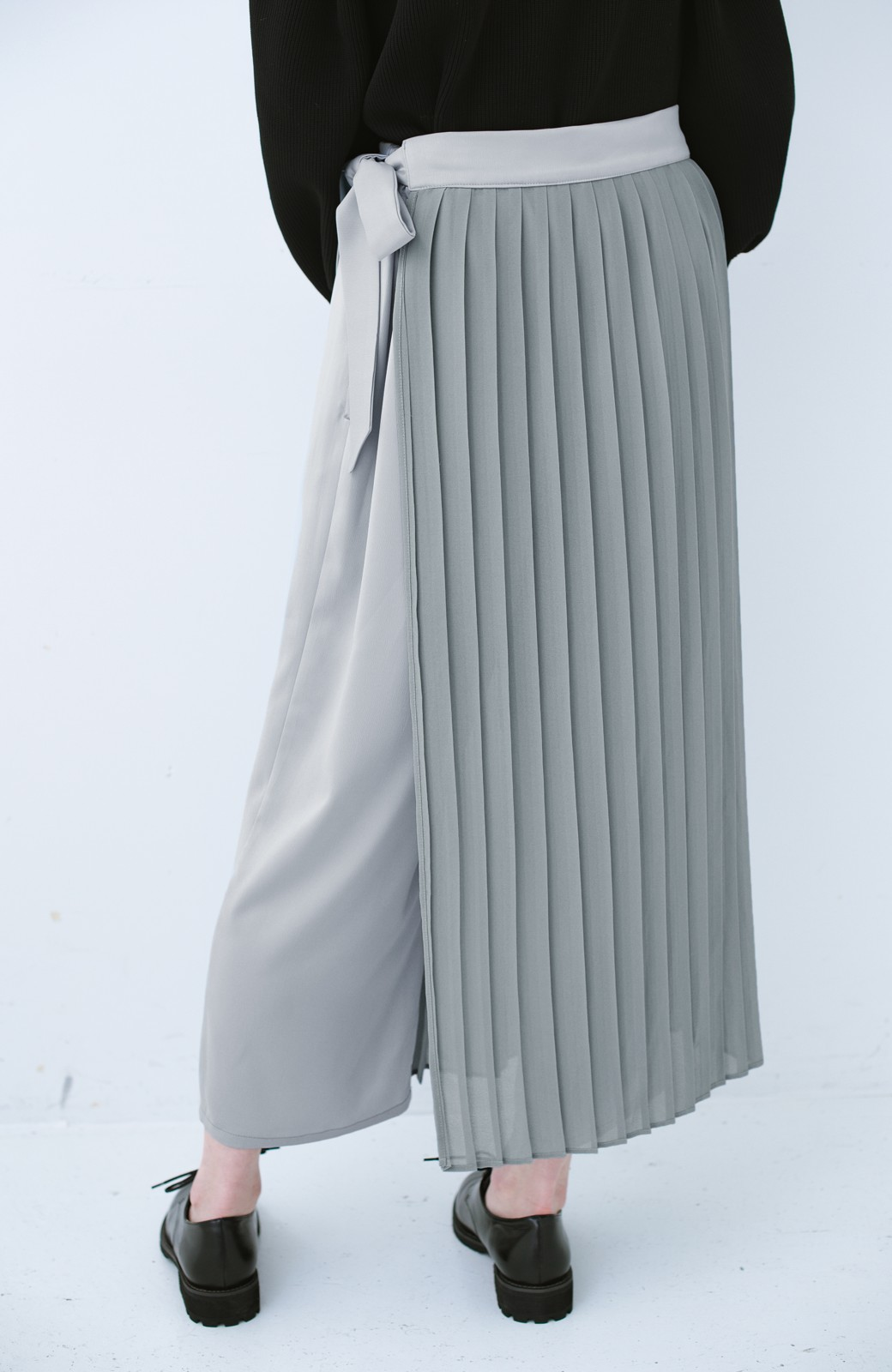 haco! パンツ派さんのデート着 プリーツスカート風にもなる華やかパンツセット <ライトブルーグレー>の商品写真8