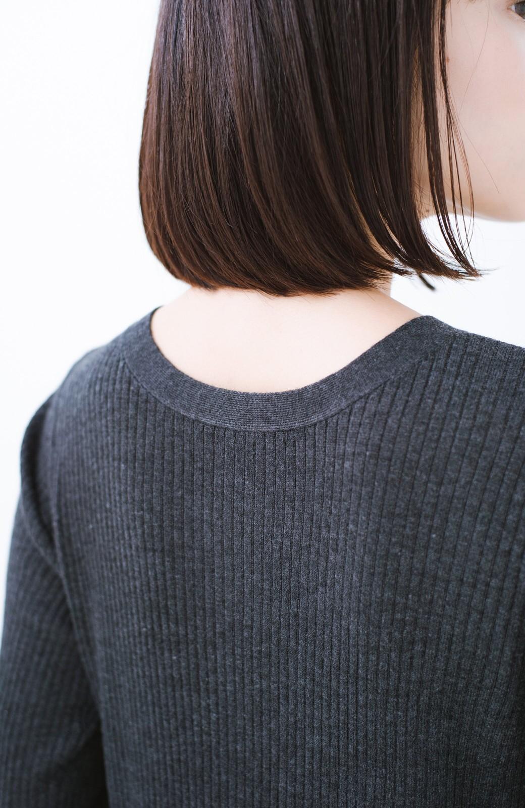 haco! 美シルエットがうれしい着方自由のオトナリブニットカーディガン by MAKORI <チャコールグレー>の商品写真4