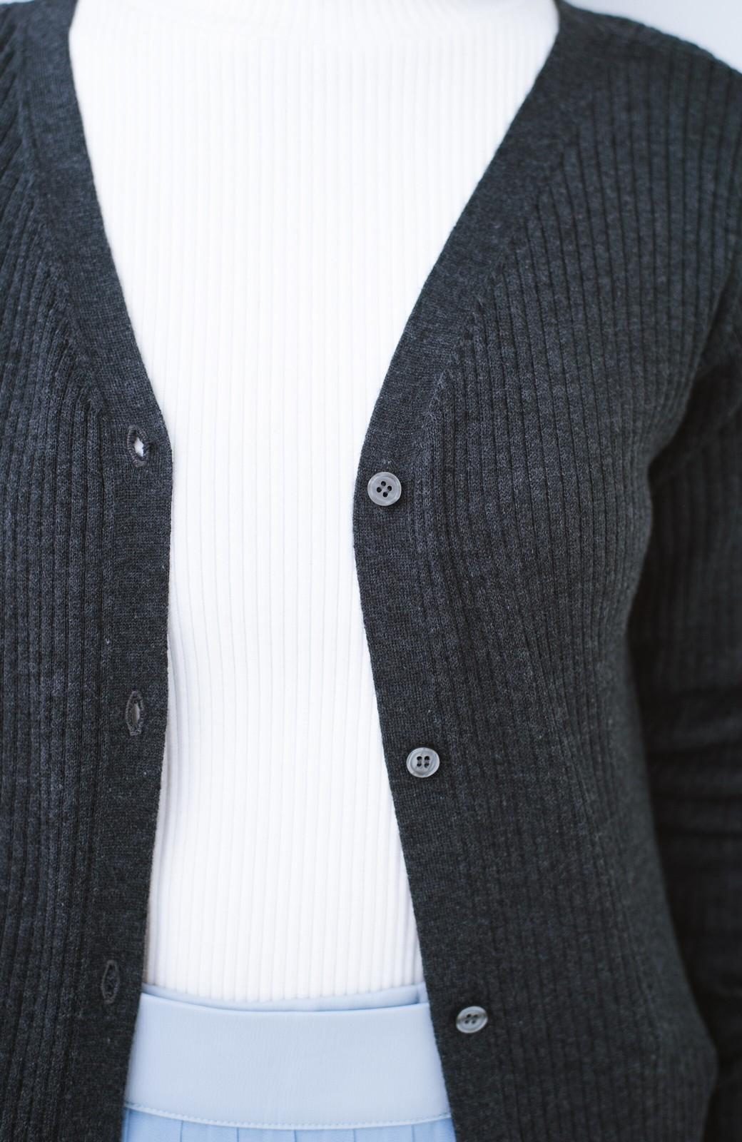 haco! 美シルエットがうれしい着方自由のオトナリブニットカーディガン by MAKORI <チャコールグレー>の商品写真3