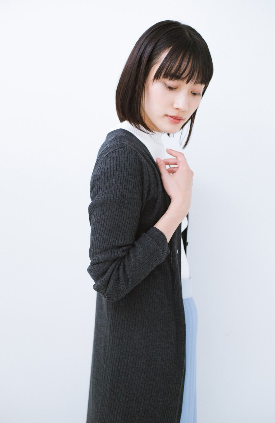 haco! 美シルエットがうれしい着方自由のオトナリブニットカーディガン by MAKORI <チャコールグレー>の商品写真18