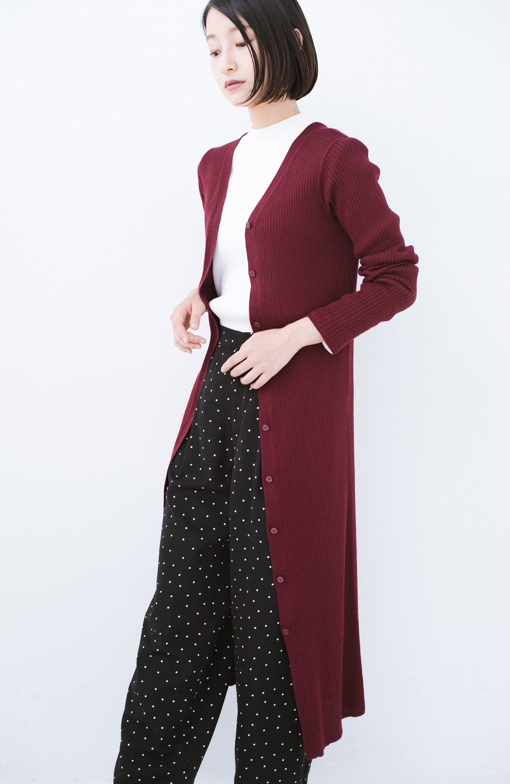 haco! 美シルエットがうれしい着方自由のオトナリブニットカーディガン by MAKORI <ボルドー>の商品写真19
