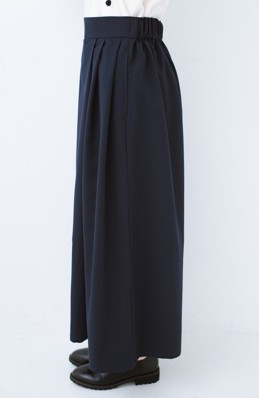 haco! 旅の救世主 きれいめブラウスとスカート見えゆったりワイドパンツのセットアップ <ネイビー>の商品写真25