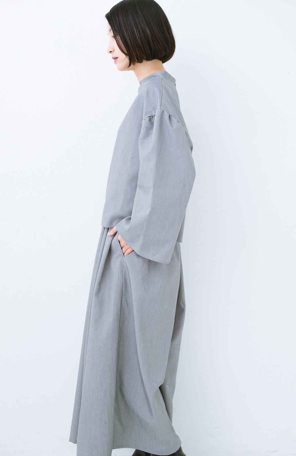 haco! 旅の救世主 きれいめブラウスとスカート見えゆったりワイドパンツのセットアップ <杢グレー>の商品写真18
