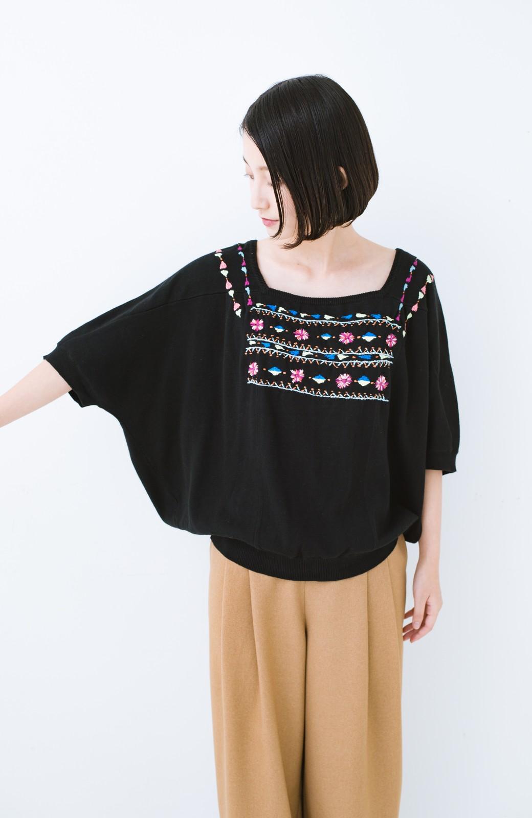 haco! Stitch by Stitch 首回りがきれいに見える色とりどりの刺繍のスクエアニット <ブラック>の商品写真7