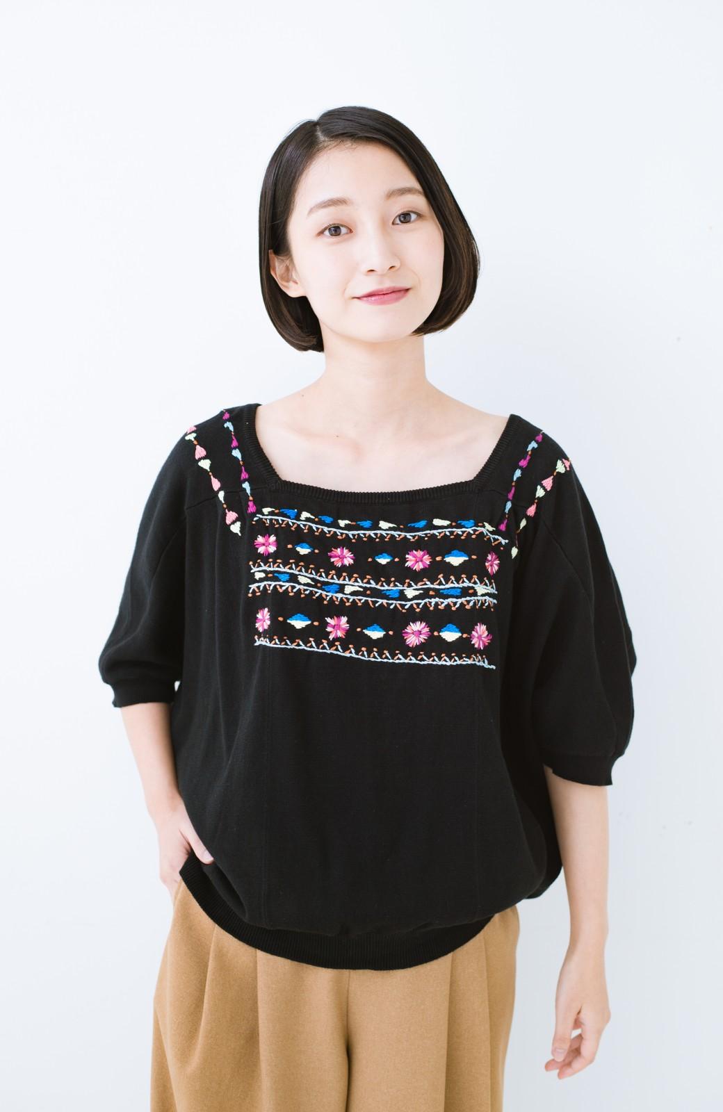 haco! Stitch by Stitch 首回りがきれいに見える色とりどりの刺繍のスクエアニット <ブラック>の商品写真9