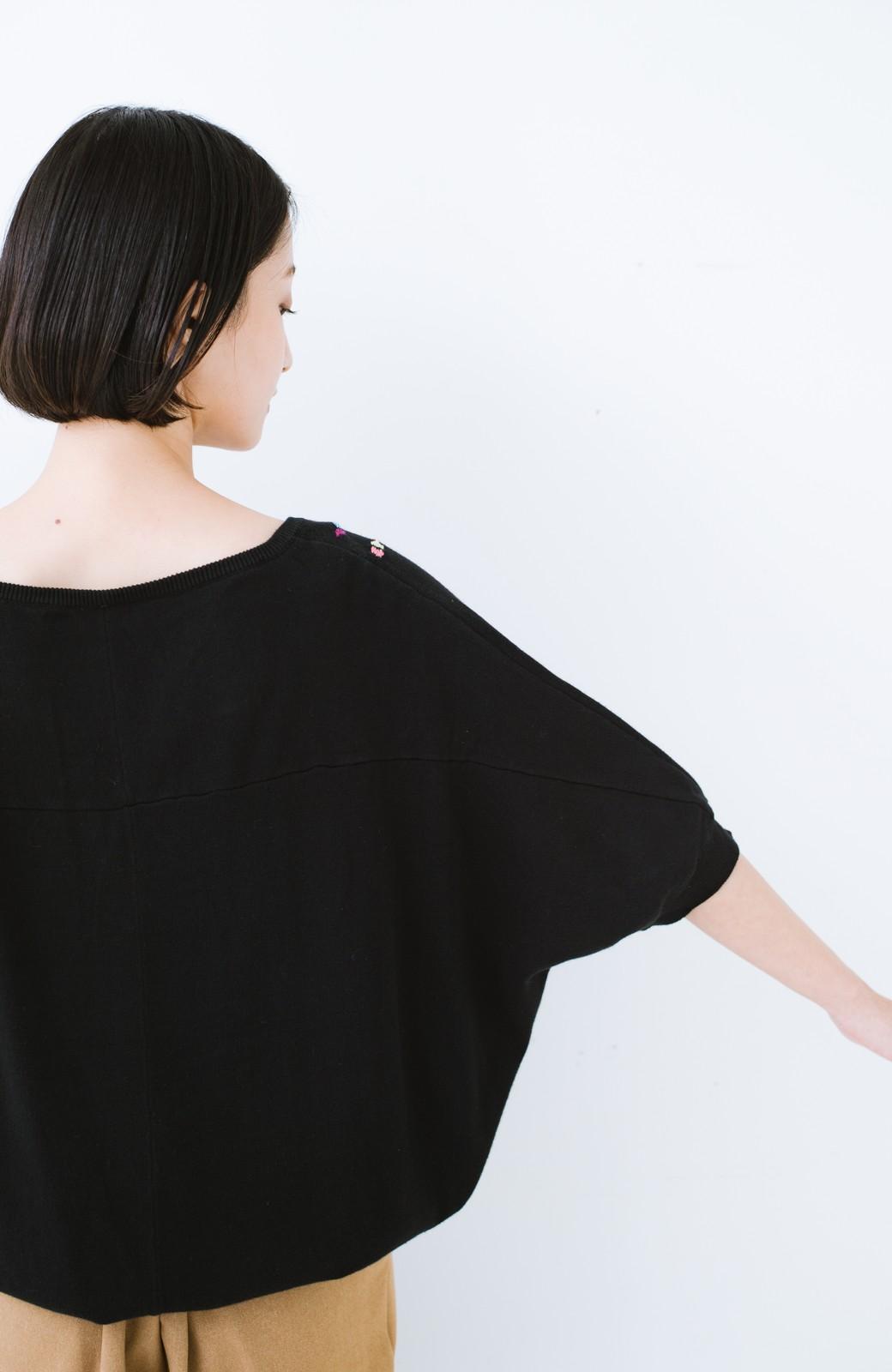 haco! Stitch by Stitch 首回りがきれいに見える色とりどりの刺繍のスクエアニット <ブラック>の商品写真11