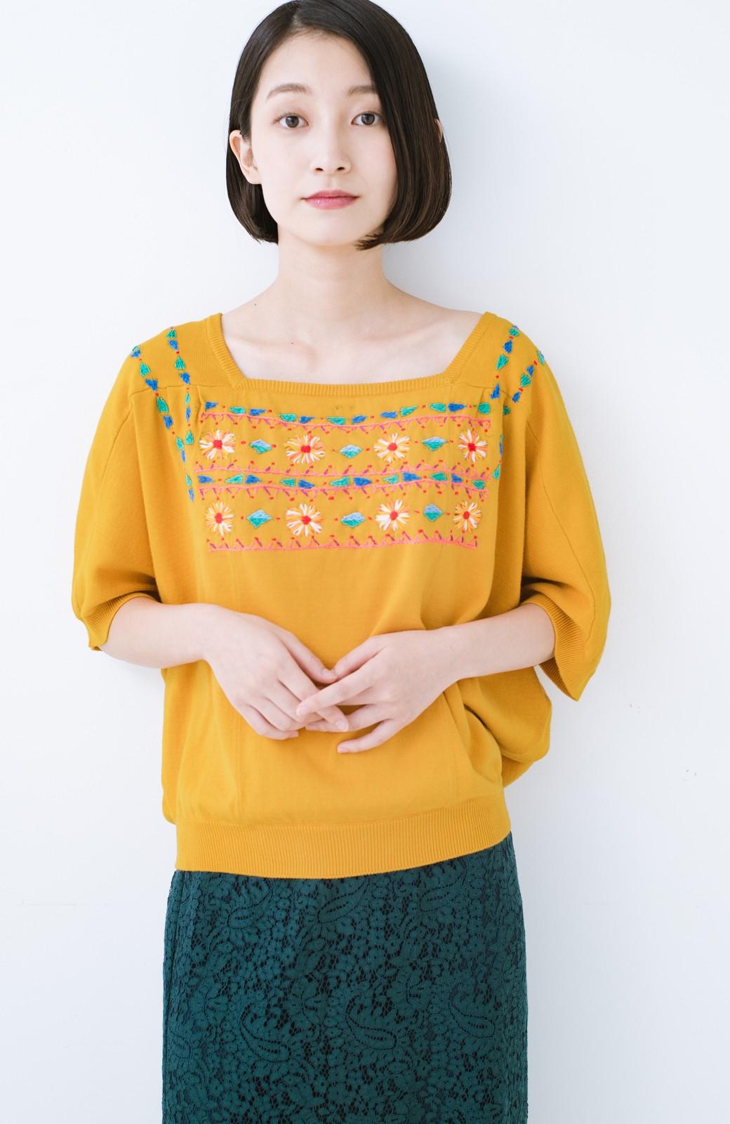 haco! Stitch by Stitch 首回りがきれいに見える色とりどりの刺繍のスクエアニット <イエロー>の商品写真9