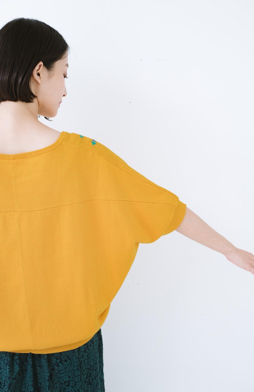 haco! Stitch by Stitch 首回りがきれいに見える色とりどりの刺繍のスクエアニット <イエロー>の商品写真12