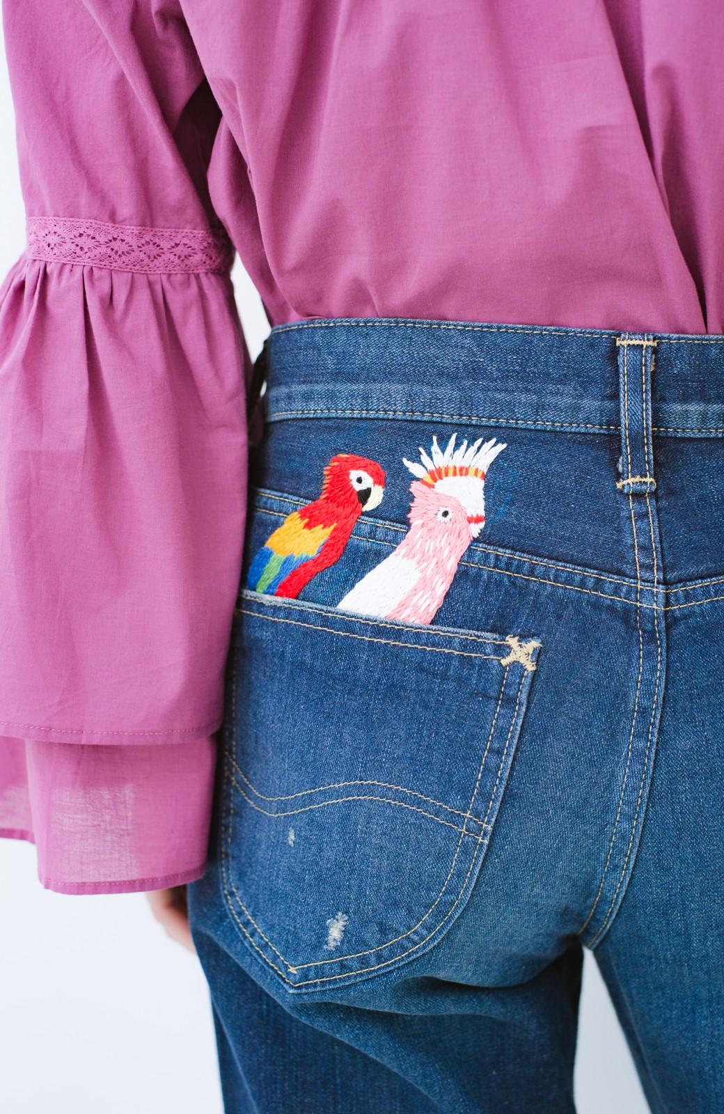 haco! Stitch by Stitch ポケットから大好きな鳥さんがこんにちは!Lee for PBP シルエットがきれいなデニムパンツ <インディゴブルー>の商品写真2