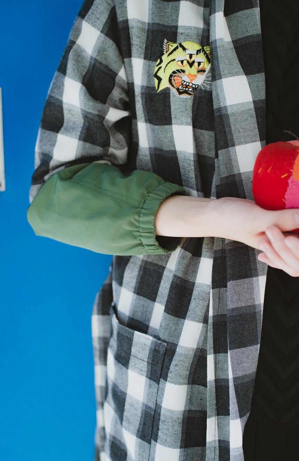haco! haco! × RBTXCO 三つ目の虎福 刺繍入りチェックガウンコート  <ブラック系その他>の商品写真9