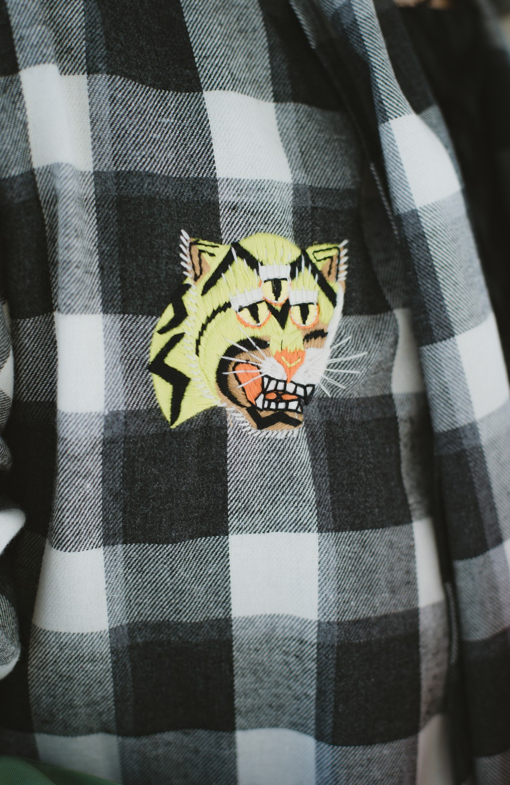 haco! haco! × RBTXCO 三つ目の虎福 刺繍入りチェックガウンコート  <ブラック系その他>の商品写真10