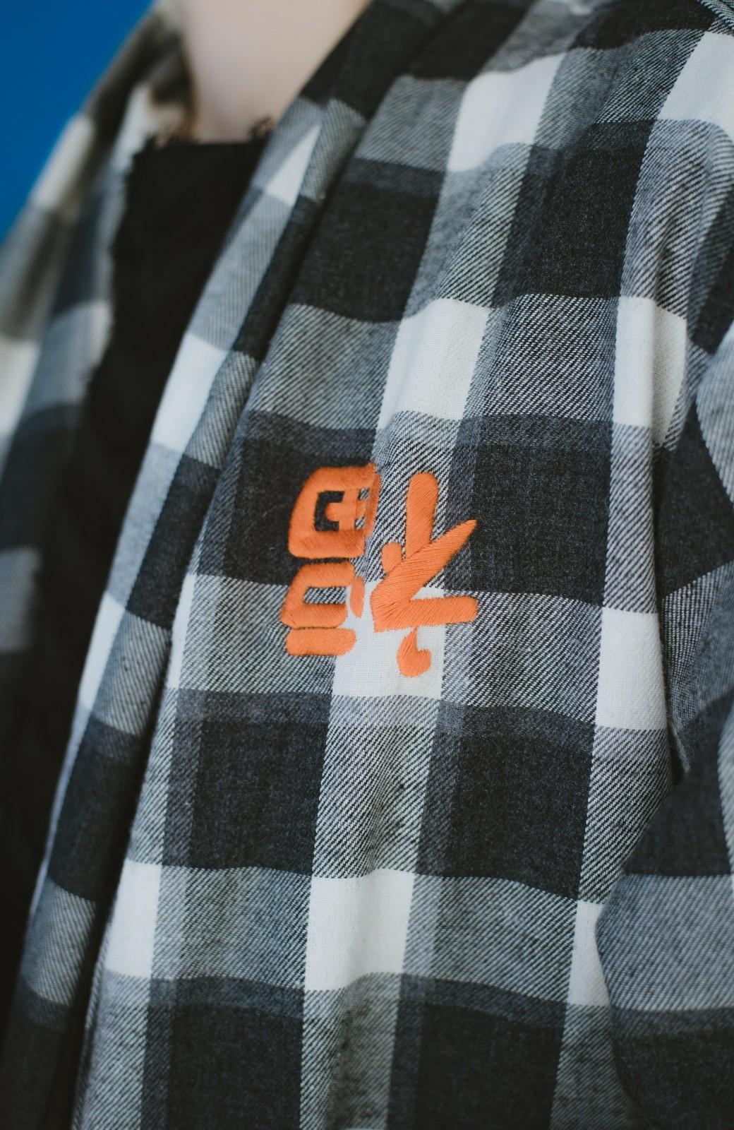 haco! haco! × RBTXCO 三つ目の虎福 刺繍入りチェックガウンコート  <ブラック系その他>の商品写真12