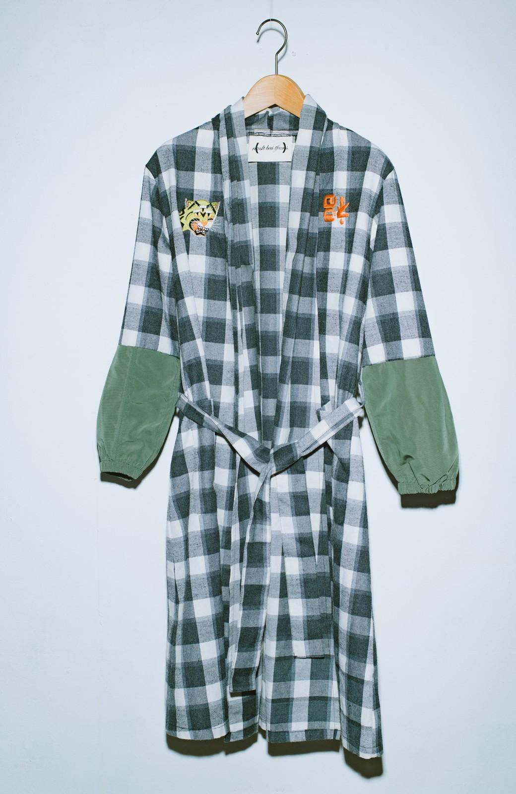 haco! haco! × RBTXCO 三つ目の虎福 刺繍入りチェックガウンコート  <ブラック系その他>の商品写真2