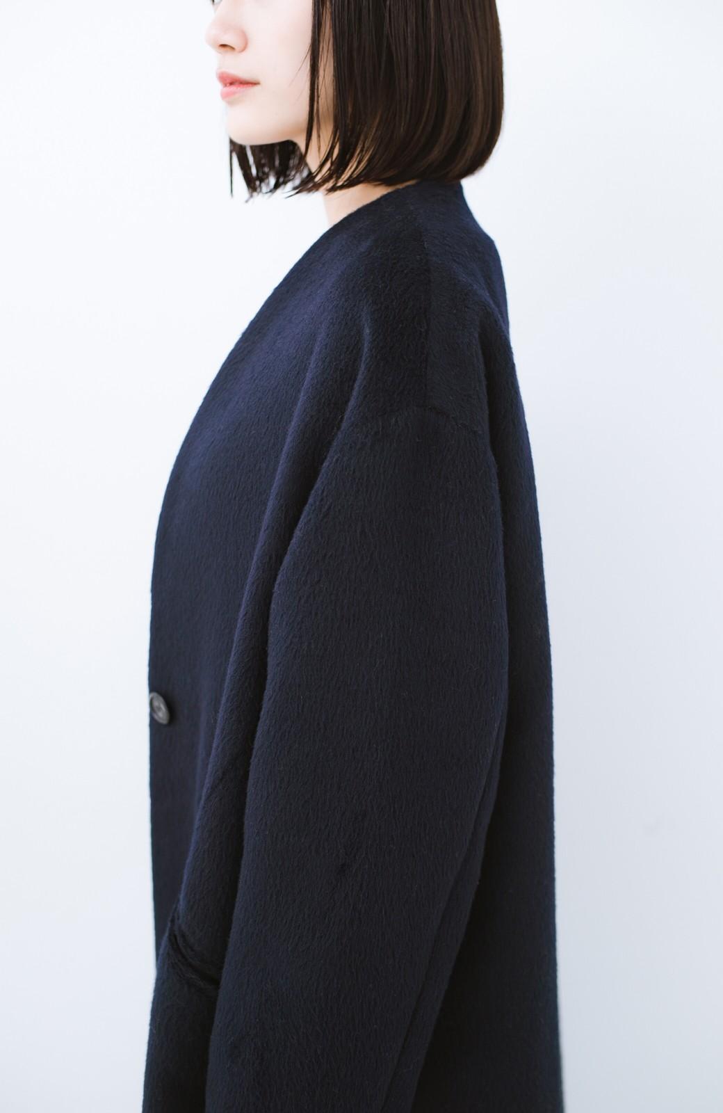 haco! 女っぽくもかっこよくも着られる ベルトつきノーカラーコート <ネイビー>の商品写真3