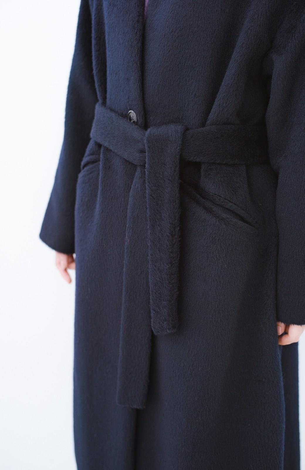 haco! 女っぽくもかっこよくも着られる ベルトつきノーカラーコート <ネイビー>の商品写真5