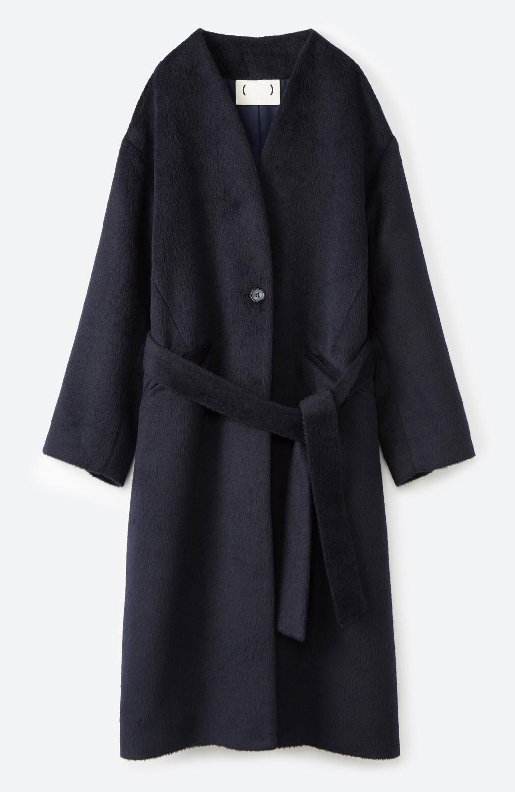haco! 女っぽくもかっこよくも着られる ベルトつきノーカラーコート <ネイビー>の商品写真1