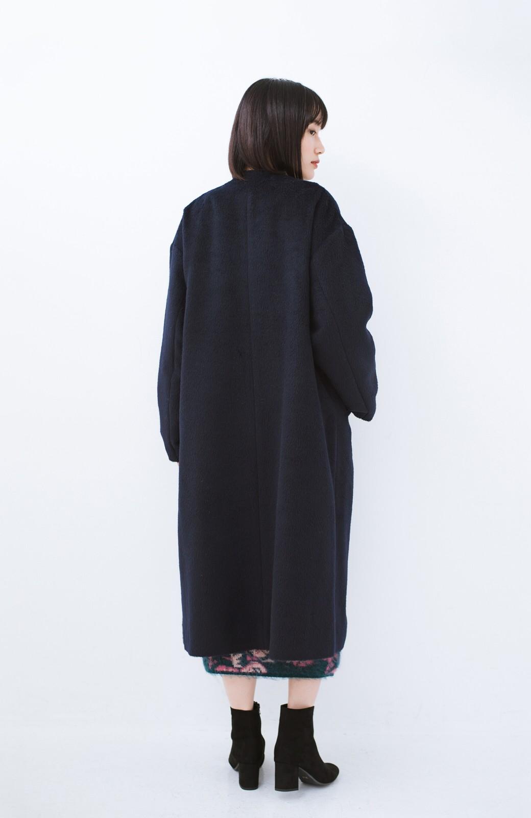 haco! 女っぽくもかっこよくも着られる ベルトつきノーカラーコート <ネイビー>の商品写真14