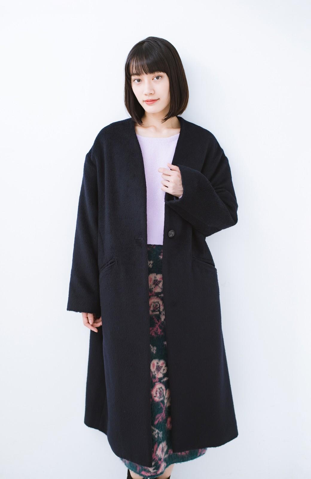 haco! 女っぽくもかっこよくも着られる ベルトつきノーカラーコート <ネイビー>の商品写真16