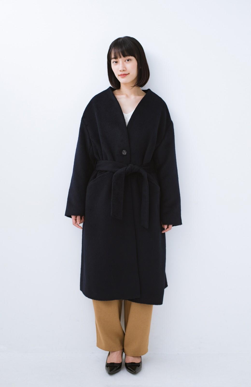 haco! 女っぽくもかっこよくも着られる ベルトつきノーカラーコート <ネイビー>の商品写真9