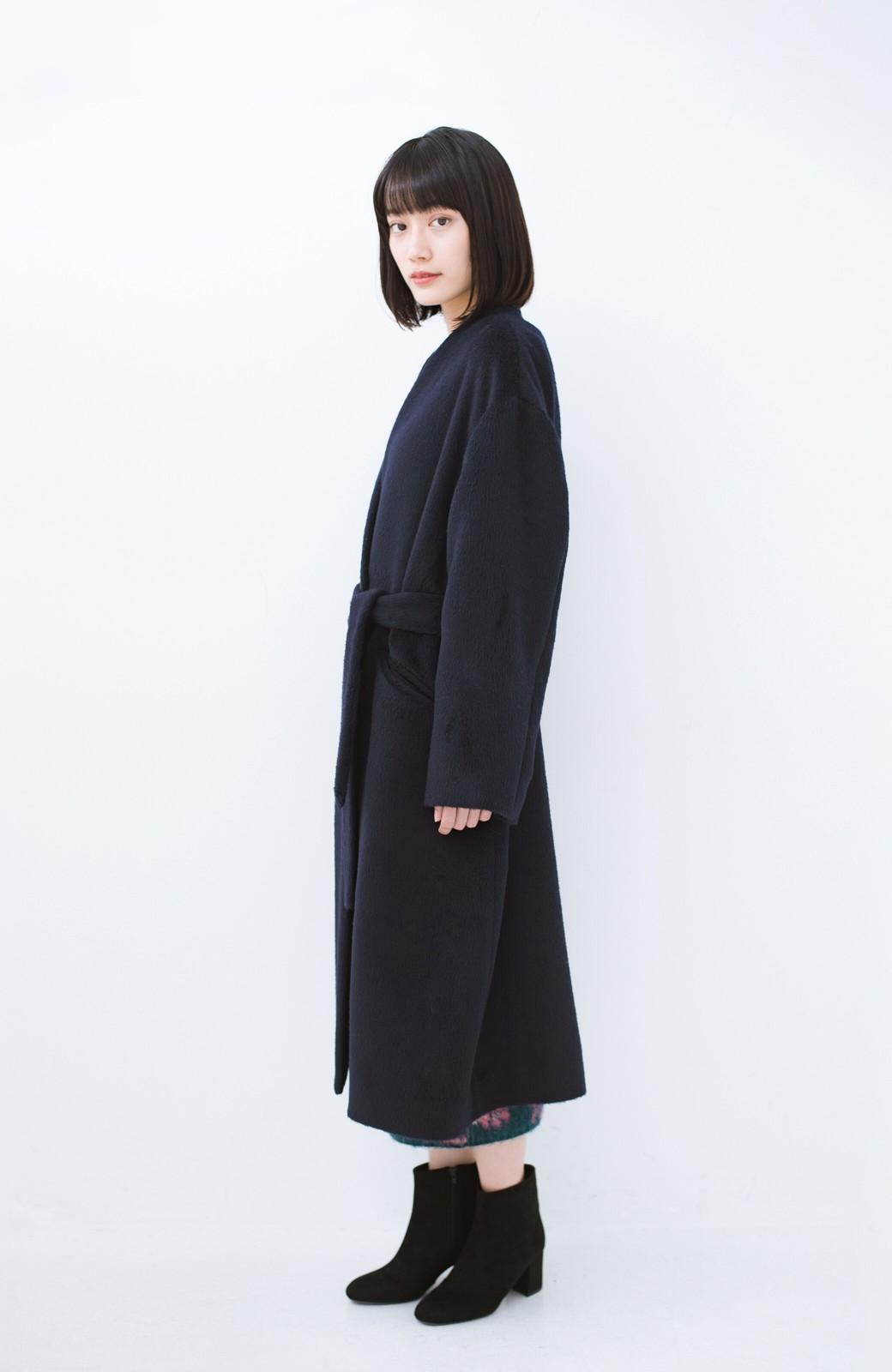 haco! 女っぽくもかっこよくも着られる ベルトつきノーカラーコート <ネイビー>の商品写真11