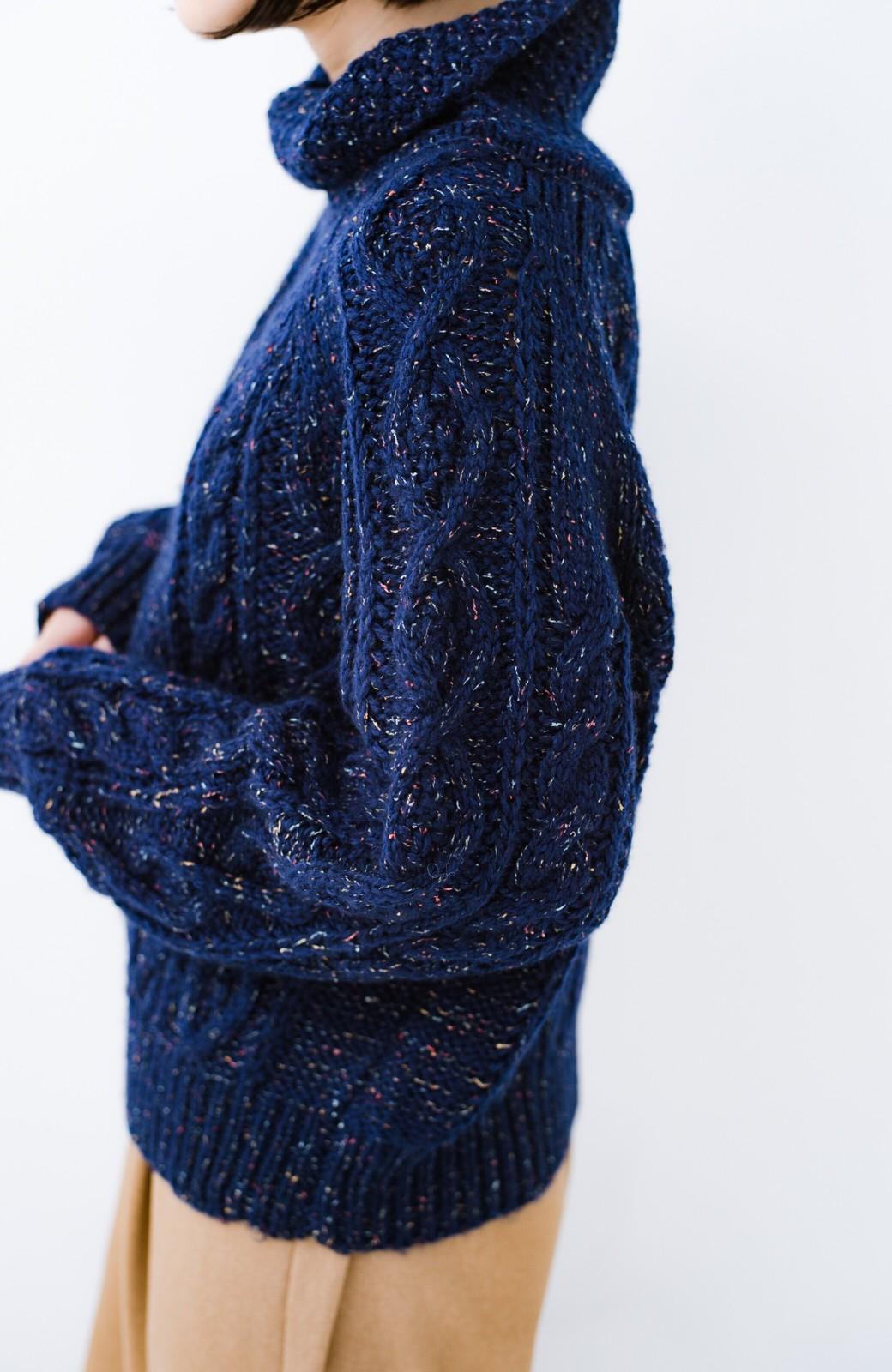 haco! ミックス糸がかわいくてあったか これ1枚で着映えするケーブル編みニットトップス <ネイビー>の商品写真3