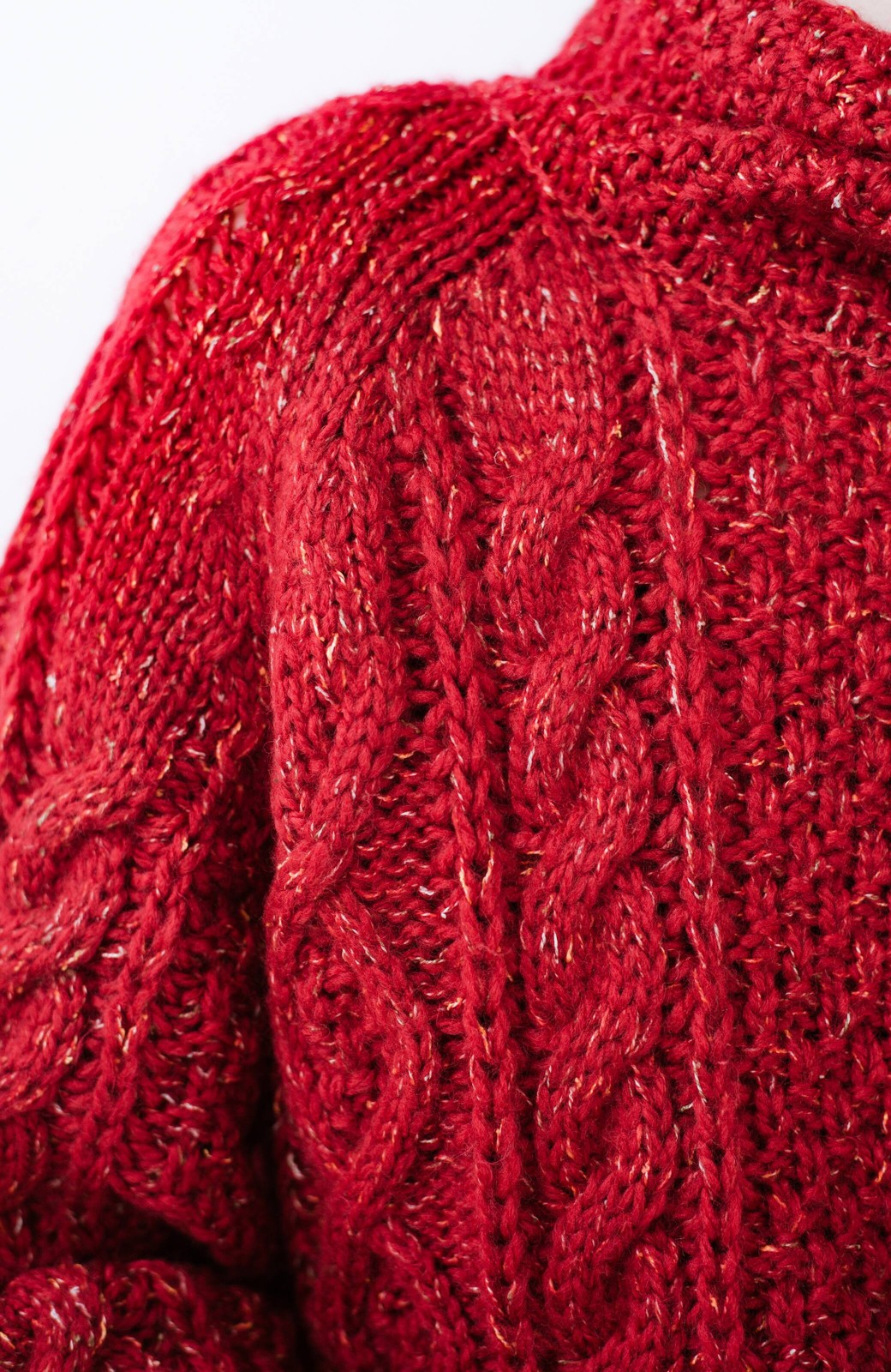 haco! ミックス糸がかわいくてあったか これ1枚で着映えするケーブル編みニットトップス <レッド>の商品写真4