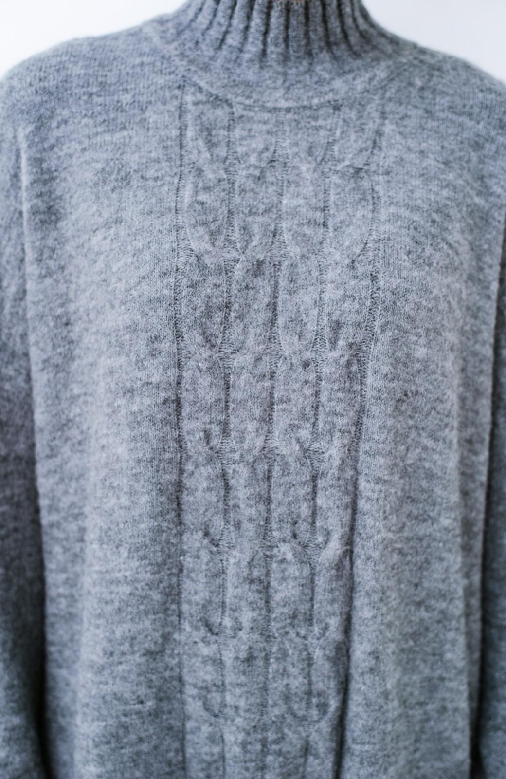 haco! お寝坊さんの着るだけ素敵服 ぱふっとシルエットのケーブル柄ニットワンピース <杢グレー>の商品写真4