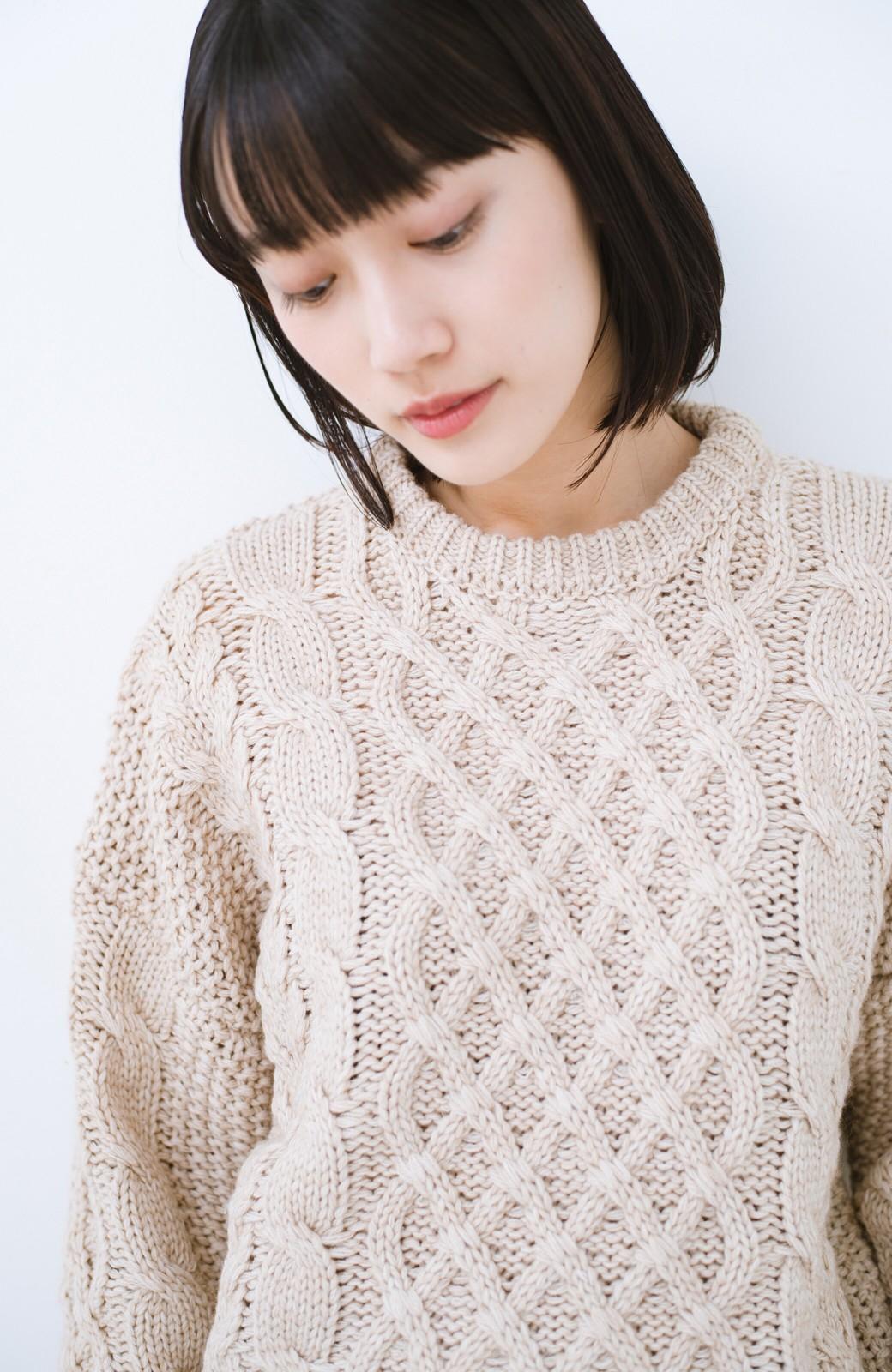 haco! 古着屋さんにありそうな ざっくり編みがかわいいウール混ケーブルニットby que made me <ベージュ>の商品写真2