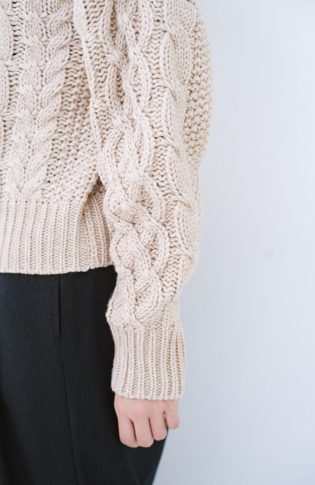 haco! 古着屋さんにありそうな ざっくり編みがかわいいウール混ケーブルニットby que made me <ベージュ>の商品写真4