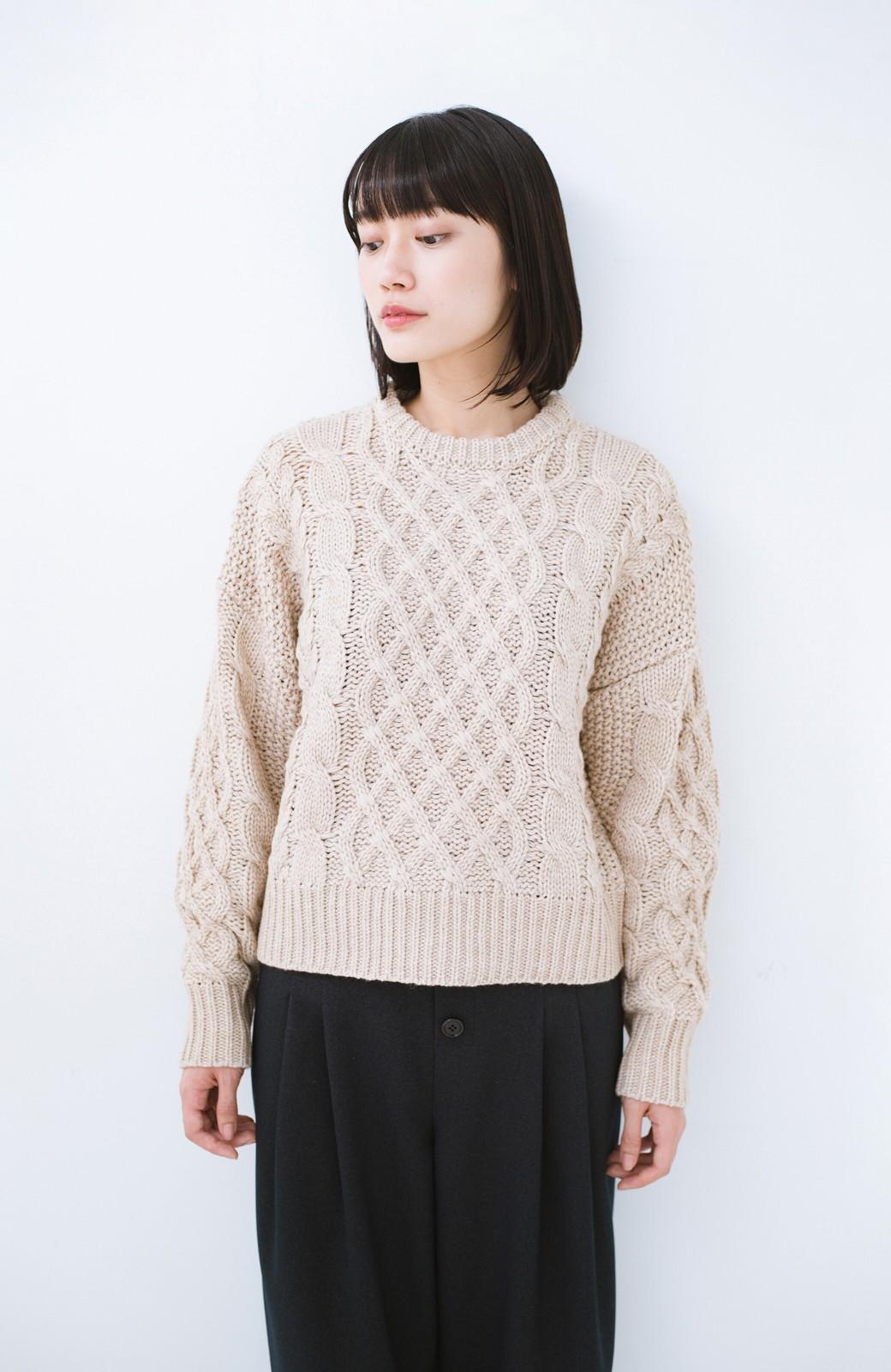 haco! 古着屋さんにありそうな ざっくり編みがかわいいウール混ケーブルニットby que made me <ベージュ>の商品写真7