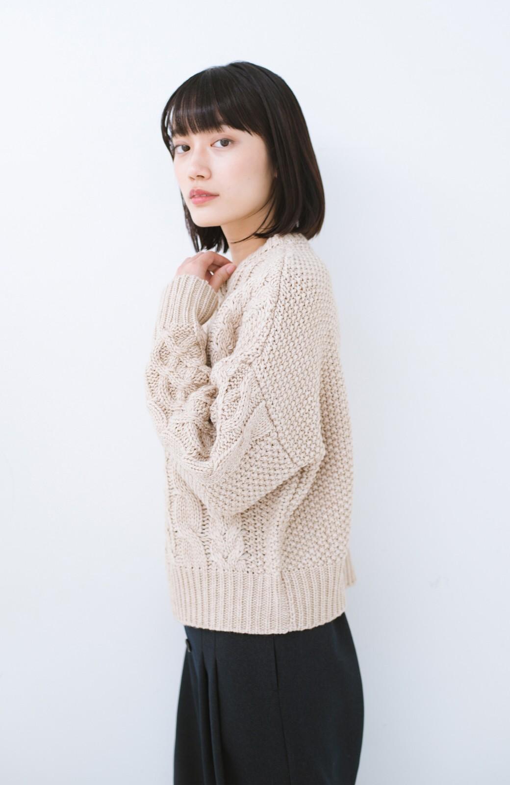 haco! 古着屋さんにありそうな ざっくり編みがかわいいウール混ケーブルニットby que made me <ベージュ>の商品写真8